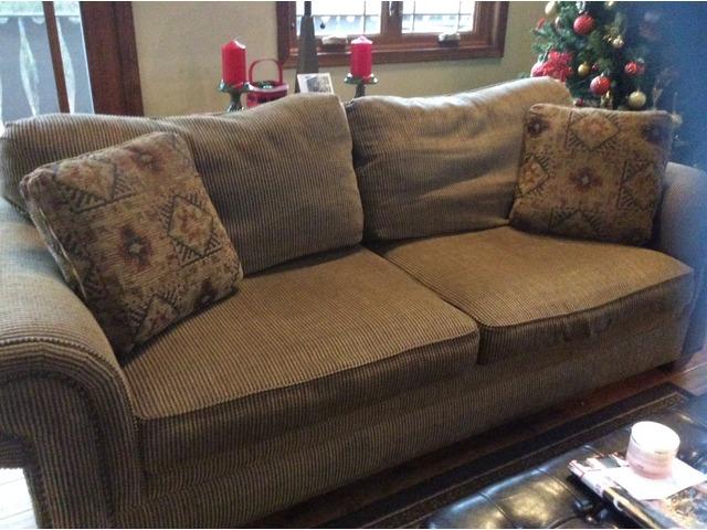 Phenomenal Broyhill Sofa Chair 5X7 Rug Coffee Table In Saukville Evergreenethics Interior Chair Design Evergreenethicsorg