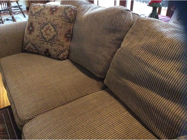 Fantastic Broyhill Sofa Chair 5X7 Rug Coffee Table In Saukville Evergreenethics Interior Chair Design Evergreenethicsorg